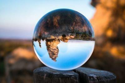 Прозрачный мяч