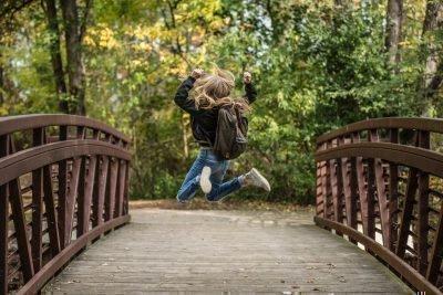 Ребенок на мосту