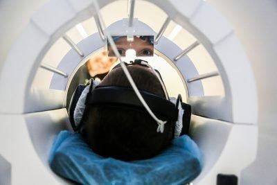 В аппарате МРТ