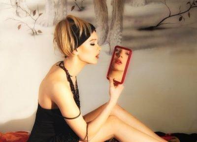 Женщина и зеркало