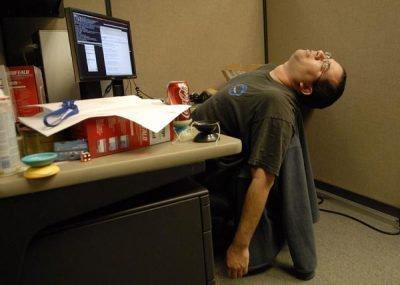 уставший работник