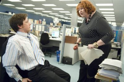 раздражает коллега