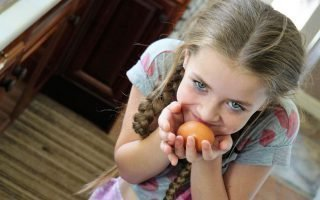 Как при помощи яйца выкатать испуг у ребенка