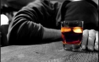 Чем опасен алкоголь для пьющих в одиночестве