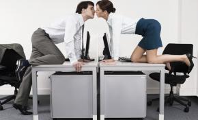 Стоит ли заводить служебные романы